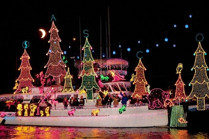 Decorated yacht during the parade of lights